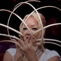 woman-breaks-records-longest-nails